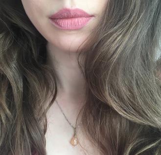 ruj_mat_swatch_lichid_milani_pretty