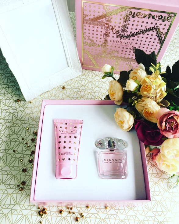aoro-by-notino-versace-cadou-parfum-crema-aoro-notino